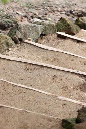 Sandy soil: Escaleras estaban hechas de tierra arenosa en el jard�n. Foto de archivo