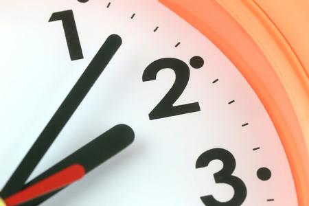 reloj: Cara de reloj en el concepto de tiempo, macro imagen.