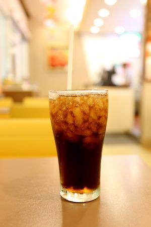 sediento: Cola fría en vidrio, copa de parada sed.