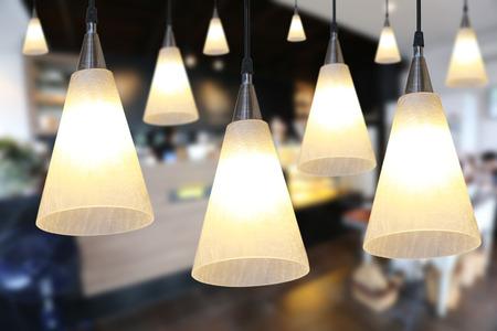 Eine Warme Beleuchtung Moderne Deckenleuchten Im Café Und Inter ...