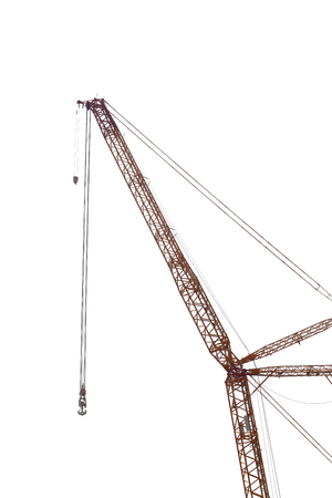 heavy machinery: gr�a grande de la f�brica de maquinaria pesada aislada en el fondo blanco.