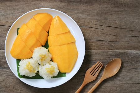 Mango and sticky rice in the white dish on wooden floor,Thai dessert popular in the summer of Thailand and have copy space. Stok Fotoğraf