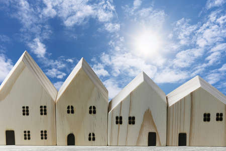 Front of the wooden model house on blue sky background. 免版税图像