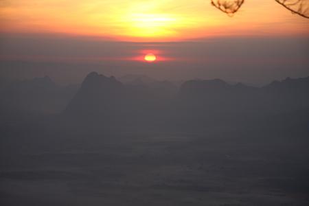 kradueng: Sunrise at Phu Kradueng