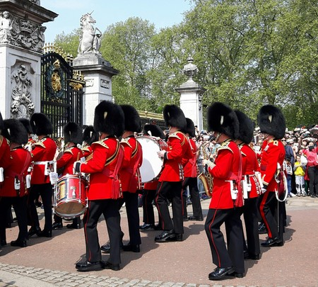 buckingham palace: The famous guard show at the Buckingham Palace in London