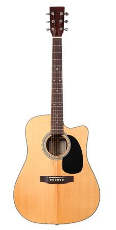 클래식 모양 서부 어쿠스틱 기타 클리핑 패스와 함께 흰색 배경에 고립. 악기 상점 또는 학습 학교 개념