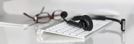 Call center operatore del servizio posto di lavoro vuoto. Archivio Fotografico
