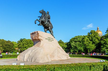 uomo a cavallo: Il Cavaliere di Bronzo. La statua equestre di Pietro il Grande sulla Piazza del Senato. San Pietroburgo. Russia Archivio Fotografico