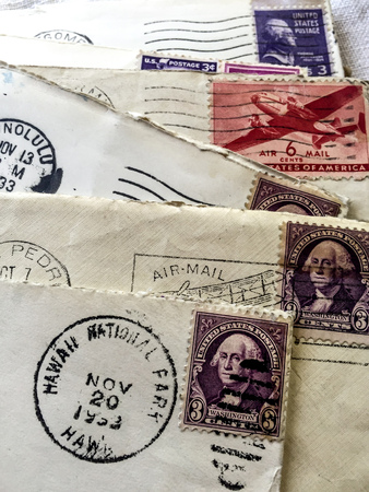 1933 Hawaii postmark and stamps on vintage envelopes Фото со стока