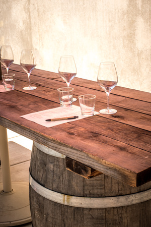 Rustic wooden table set for wine tasting with glasses and tasting notes Zdjęcie Seryjne