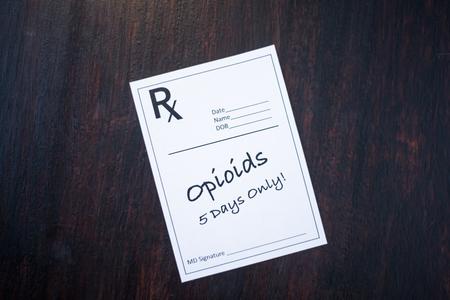 5日間のみを処方する警告とオピオイド処方 写真素材