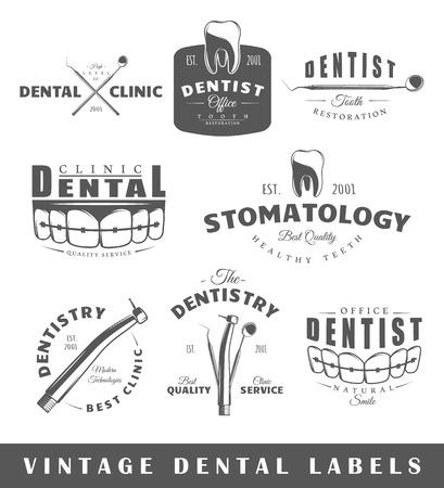 caries dental: Conjunto de etiquetas de dentista. Elementos para el diseño sobre el tema dentista. Colección de símbolos: dentista dientes, la mandíbula, las herramientas dentales. Vectores