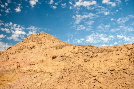 parch: Sand dunes and rocks, Sahara Desert Stock Photo