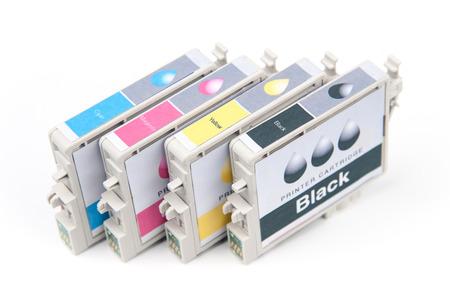 inkjet: Cartuchos para impresoras de inyecci�n de tinta de color aislado en blanco