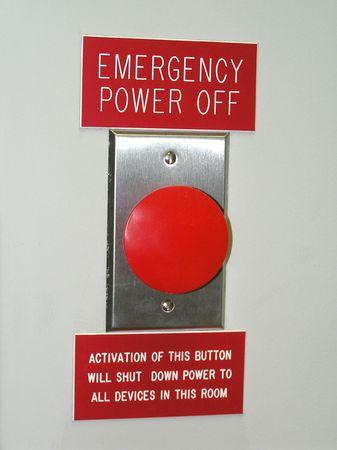 boton on off: Una gran potencia de emergencia roja bot�n de apagado