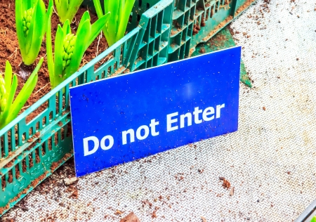 staff only: Sing do not enter in garden for staff only