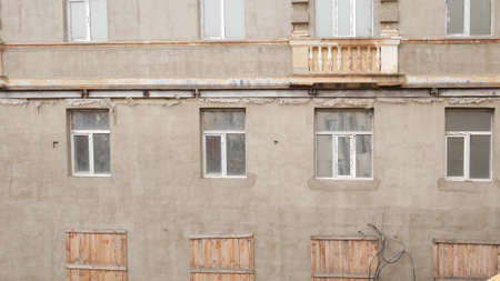Repairs of the old facade. Construction building, plaster on the wall. 版權商用圖片