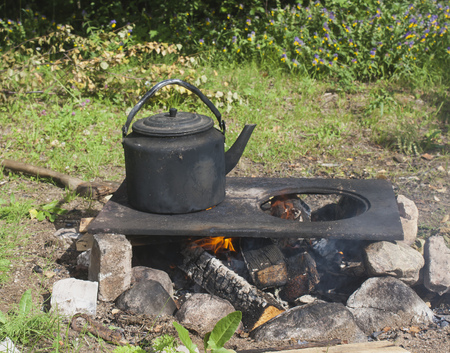 hike. smoked kettle at the stake. Stok Fotoğraf - 113036418