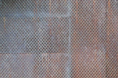 Metal texture with rusty mesh closeup in the daytime outdoors 版權商用圖片 - 90957388