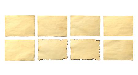 Satz alte leere Stücke antikes Vintages zerbröckelndes Papiermanuskript oder Pergament horizontal orientiert isoliert auf weiß