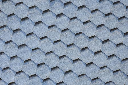Cubiertas modernas y decoración de chimeneas. Tejas flexibles de betún o pizarra en forma hexagonal. Textura de vista superior Foto de archivo