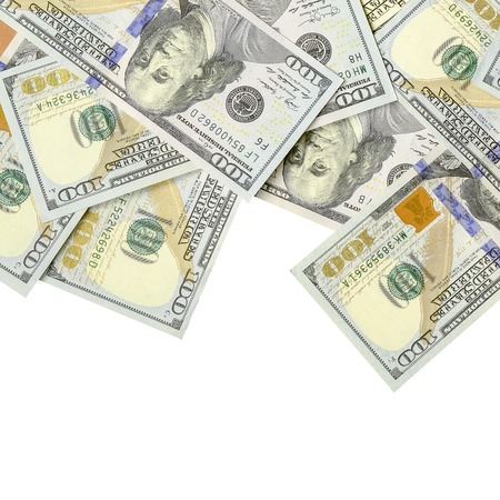 Granicy amerykańskich pieniędzy na białym tle z miejsca na kopię. Pieniądze Granica stu dolarowych banknotów