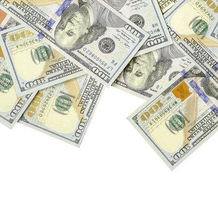 Un borde de dinero estadounidense aislado en blanco con espacio de copia. Frontera de dinero de billetes de cien dólares