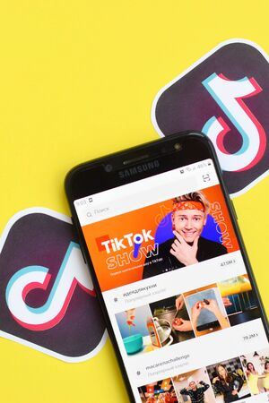 NY, USA - DECEMBER 5, 2019: Tiktok application on samsung smartphone screen on yellow background. TikTok is a popular video-sharing social networking service owned by ByteDance Redactioneel