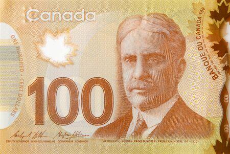 Robert Borden Portrait aus Kanada 100 Dollar 2011 Polymer Banknote Fragment Nahaufnahme