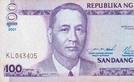 Manuel A Roxas su 100 piso Filippine denaro bill vicino frammento. Banconota in valuta nazionale delle Filippine