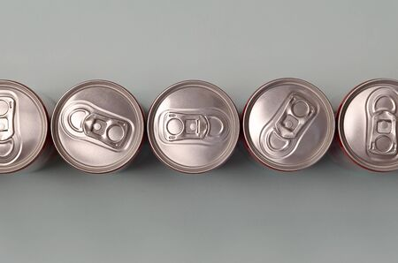 Many new aluminium cans of soda soft drink, lemonade cola, beer or energy drink containers. Drinks manufacturing concept and mass production Archivio Fotografico