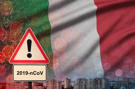 Italy flag and virus 2019-nCoV alert sign. Foto de archivo