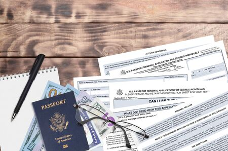 Department of State form DS82 U.S. Passport renewal application for eligible individuals lies on table and ready to fill. Paperwork during operations with US Passport concept. Flat lay top view Foto de archivo - 149368606