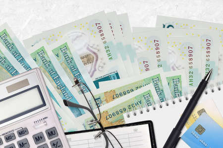 5 British pounds bills and calculator with glasses and pen. Tax payment season concept or investment solutions. Financial planning or accountant paperwork Archivio Fotografico
