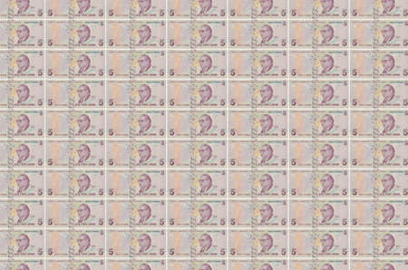 5 Turkish lira bills printed in money production conveyor. Collage of many bills. Concept of currency inflation and devaluation Banque d'images