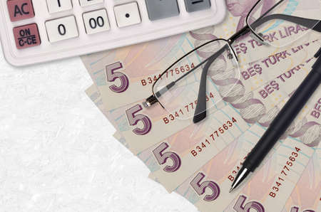 5 Turkish lira bills fan and calculator with glasses and pen. Business loan or tax payment season concept. Financial planning Standard-Bild