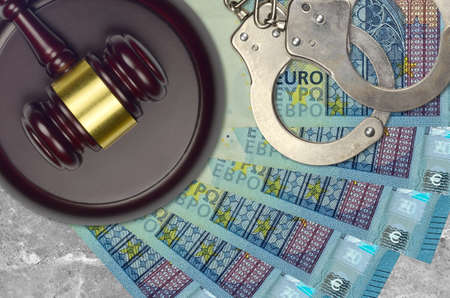 20 euro bills and judge hammer with police handcuffs on court desk. Concept of judicial trial or bribery. Tax avoidance or tax evasion Archivio Fotografico
