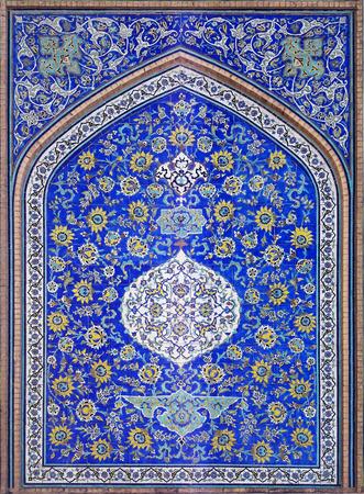 islamisch persisch Gestaltung von Bogen oder Altar in Scheichs lotfollah Moschee in Isfahan mit blauem Hintergrund Editorial