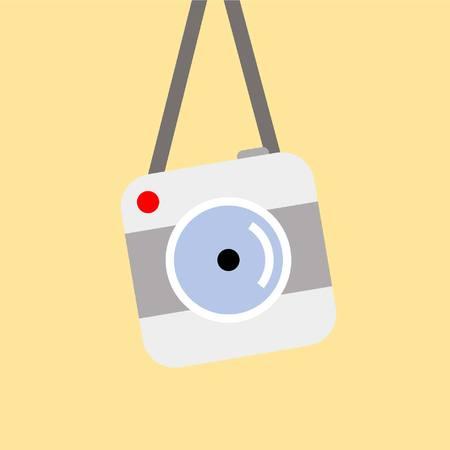 hängende Vintage-Kamera auf gelbem Hintergrund isoliert