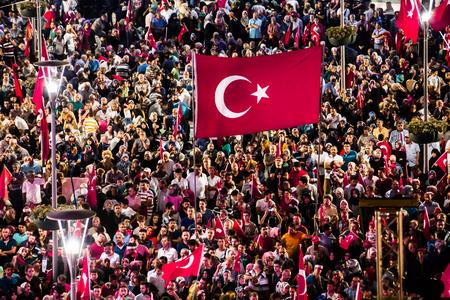 2016 年 7 月 28 日、Konyal - トルコ: トルコで軍事クーデターが保ち続ける民主主義発作発生フラグを持つ人々 の