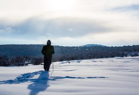 Hiker in winter in mountains Foto de archivo