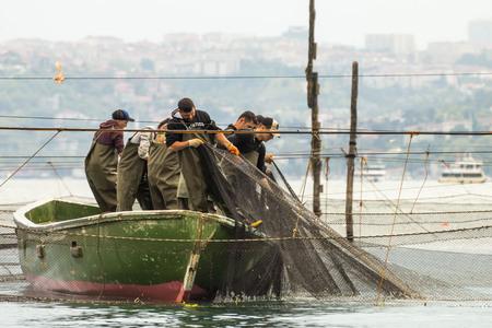 The last dalyan fishermen in,istanbul beykoz district, May 18, 2017, istanbul, Turkey 에디토리얼