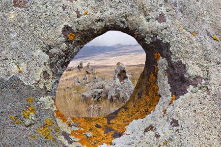 Antique rocks in Zorats Karer or Karahunj known as Armenian stone henge Stockfoto