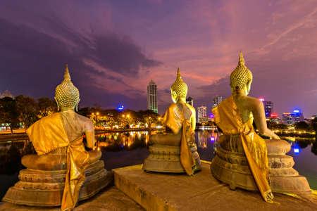 Buddha statues at Seema Malaka Temple, in Colombo, Sri Lanka 免版税图像