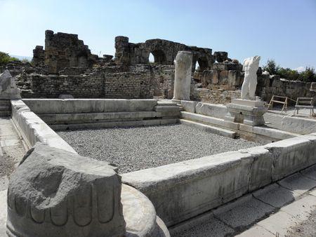 hadrian: Parte del ba�o del emperador Adriano en la antigua ciudad de Afrodisias.  Foto de archivo