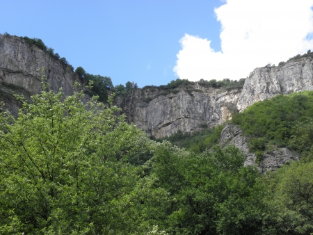 imposing: The imposing limestone cliffs near the Iskar Gorge