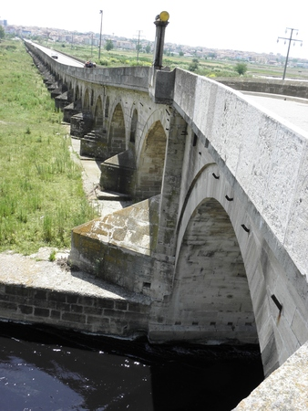 15th century: Part of the longest stone bridge in the world built before the 15th century, with a length of 1300 meters