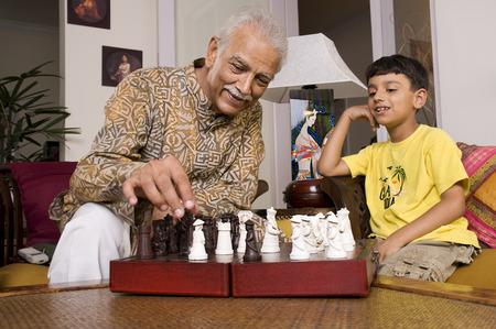 祖父の孫と遊んで