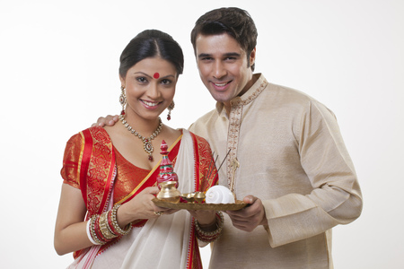 Portrait of a Bengali couple with a puja thali Stock Photo - 80713694