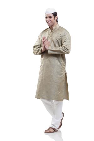 kurta: Maharashtrian man greeting